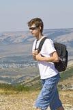 Caminhante nas montanhas Foto de Stock Royalty Free