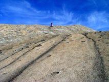 Caminhante no parque estadual de pedra da montanha Imagens de Stock Royalty Free