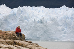 Caminhante - Perito Moreno Glacier - Patagonia - Argentina imagens de stock