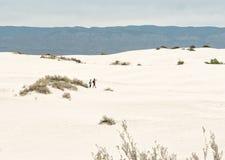 Caminhantes, areias brancas fotos de stock