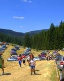 Caminhantes de escalada na montanha de Rhodope, Bulgária Foto de Stock