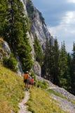 Caminhantes na montanha de Piatra Craiului Imagens de Stock