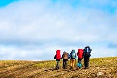 Caminhantes nas montanhas Imagens de Stock