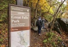 Caminhantes no parque de Great Falls em Virgínia, Estados Unidos Fotos de Stock