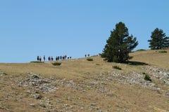 Caminhantes que vão para cima em Koritnik, Kosovo Fotografia de Stock
