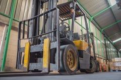 Caminhão de empilhadeira amarelo Imagem de Stock