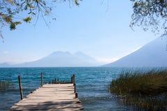 Caminho de madeira San Marcos La Laguna Guatemala de Atitlan do lago imagem de stock royalty free