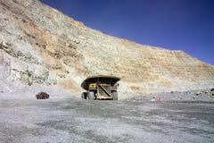 Caminhão de mineração enorme Fotos de Stock Royalty Free