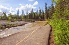 Caminho destruído na inundação de Calgary foto de stock