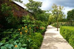 Caminho do jardim de Alnwick Fotografia de Stock Royalty Free