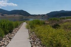 Caminho do lago eagle Nest em New mexico do norte fotografia de stock royalty free