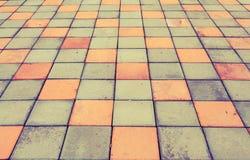 Caminho do tijolo colorido no parque imagens de stock royalty free