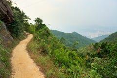Caminho em montanhas de Hong Kong imagens de stock royalty free