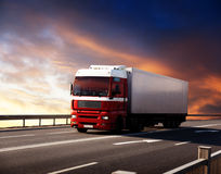 Caminhão na estrada Fotos de Stock