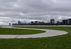 Caminho a uma skyline tormentoso Imagem de Stock Royalty Free