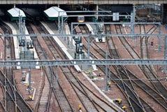 Caminhos de ferro no terminal do metro imagens de stock royalty free