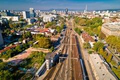 Caminhos de ferro de Zagreb e opinião aérea da parte ocidental fotos de stock