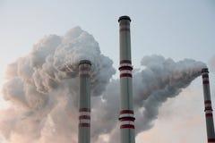 Camini della centrale elettrica del carbone Fotografie Stock