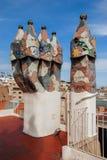 Camini della tessera sulla cima del tetto della Camera di Batllo (casa Batlo) Barcellona spain fotografia stock libera da diritti