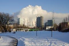 Camini di fumo della centrale elettrica Mosca, Russia Immagini Stock Libere da Diritti