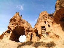 Camini leggiadramente in valle di Zelve a Cappadocia, Turchia Fotografie Stock