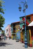 Caminito en touristic gata av det LaBoca området Royaltyfria Bilder