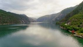 Camino aéreo de la cantidad en Noruega Naturaleza hermosa Noruega almacen de metraje de vídeo
