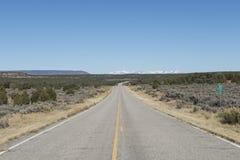 Camino abandonado en el desierto, los E.E.U.U. Foto de archivo libre de regalías