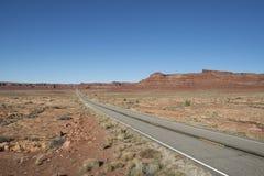 Camino abandonado en el desierto, los E.E.U.U. Fotos de archivo libres de regalías
