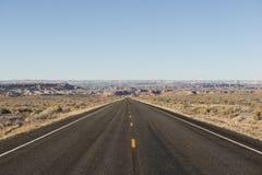 Camino abandonado en el desierto, los E.E.U.U. Imagen de archivo libre de regalías