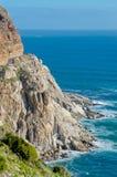 Camino, acantilados y océano hermosos de la montaña Imagen de archivo libre de regalías