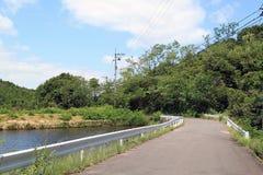 Camino adyacente al agua Foto de archivo libre de regalías