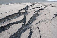 Camino agrietado después del desastre Imagen de archivo libre de regalías