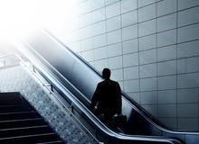 Camino al cielo para un hombre de negocios Foto de archivo