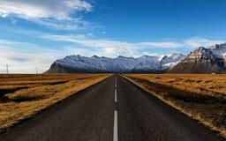 Camino al glaciar, Islandia fotos de archivo libres de regalías