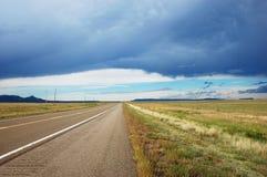 Camino al horizonte con la punta de desaparición de la perspectiva imagen de archivo