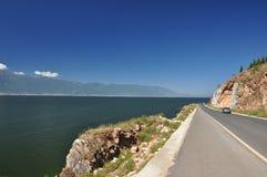 Camino al lado del lago Erhai Foto de archivo libre de regalías