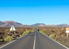 Camino al parque nacional de Timanfaya, Lanzarote, islas Canarias, España Imagenes de archivo