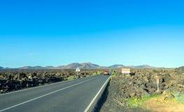 Camino al parque nacional de Timanfaya, Lanzarote, islas Canarias, España Imagen de archivo