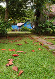 Camino al pueblo antiguo viejo del Malay Imagen de archivo libre de regalías