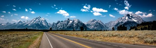 Camino al Tetons, parque nacional de Teton, Wyoming fotografía de archivo