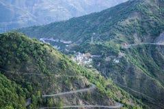 Camino alto en las montañas Imagenes de archivo