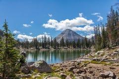 Camino apartado escénico del lago Kamas, lago mirror, Utah foto de archivo libre de regalías