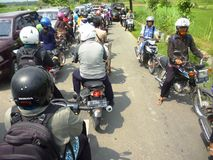 Camino apretado del atasco, Indonesia Foto de archivo
