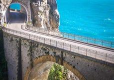 Camino aventurero, costa de Amalfi, Italia Foto de archivo