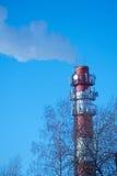 camino bianco Rosso sui precedenti di chiaro cielo Fotografie Stock Libere da Diritti