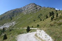 Camino biking de la montaña alrededor de la montaña de Tremalzo fotos de archivo