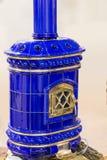 Camino blu lucido ceramico fatto a mano fotografie stock libere da diritti