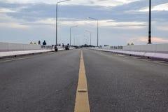 Camino, carretera recta del asfalto Foto de archivo libre de regalías