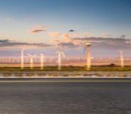Camino con el fondo de la energía limpia imagenes de archivo